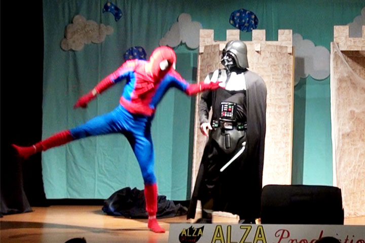 Spiderman attaque Dark Vador